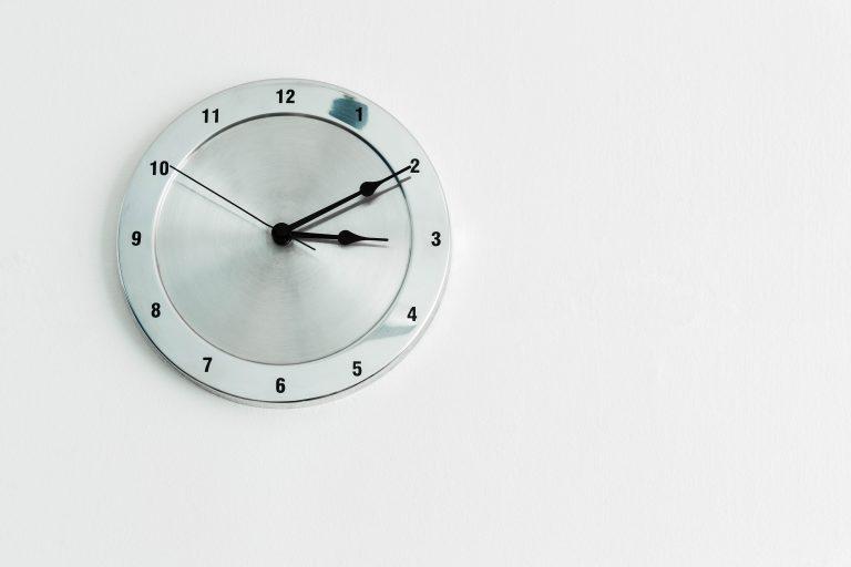 Geld lenen binnen 24 uur - klok in huis