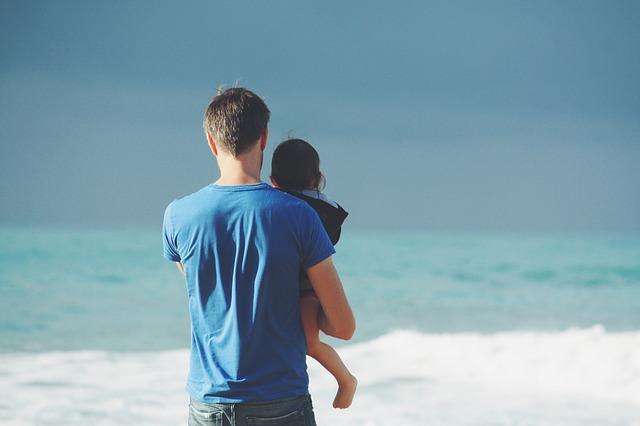 Per direct 1000 euro lenen met spoed - vader bij de zee